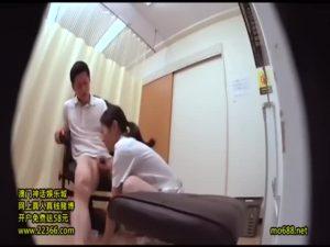 【ゲイ動画ビデオ】射精室隠し撮り! スジ筋イケメンの巨根をに興奮した美人看護師さんがついエッチしちゃったよ♪