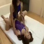 【ゲイ動画】水着の美人ニューハーフ二人と筋肉イケメンの巨根掘り愛3Pファック! チンポ三本が入り乱れる!