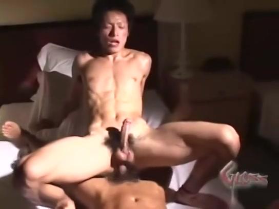 【ゲイ動画】切れまくりのスジ筋イケメンリーマンがスーツを脱ぎ捨て、がに股杭打ちピストンに悶え狂う騎乗位!