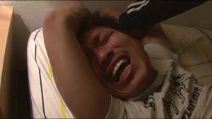 【ゲイ動画ビデオ】「ううっ、止めてください!」泣き叫ぶやんちゃ系筋肉イケメンを夜這いで巨根拘束レイプした犯人は…!