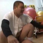 【ゲイ動画】おにぎり顔のガチポチャイケメン野球部員が監督の巨根千本ノックファックでアナルを鍛える!