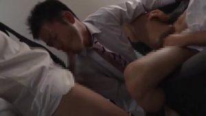 【ゲイ動画ビデオ】リーマンたちの集うヤリ部屋で、今夜も筋肉スーツイケメンがキスしてケツマン連結する濃厚巨根セックスを楽しむ♪