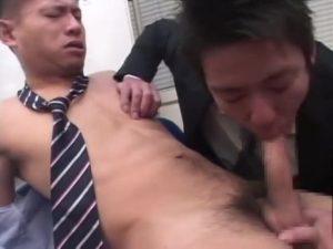 【ゲイ動画ビデオ】怖そうな筋肉イケオジ上司ですが、アナルは敏感でケツマンを筋肉イケメン後輩に掘られたら巨根を立たせ悶え狂います!
