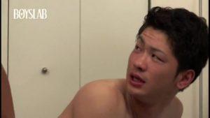 【ゲイ動画ビデオ】やんちゃ系筋肉イケメン先輩に片思いしていた筋肉イケメンくん。急接近で、アナルを差し出し彼の巨根をがっちり掴む!