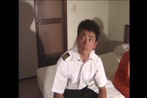 【ゲイ動画ビデオ】横暴イケメン機長に命じられるまま、筋肉イケメン整備士と美青年副操縦士は身体を弄ばれていたが…!