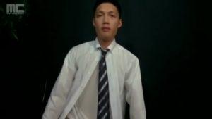【ゲイ動画ビデオ】筋肉イケメンリーマンのアナニーを手コキでお手伝い! ビンビン巨根から吹き出すザーメンを間近で激写!