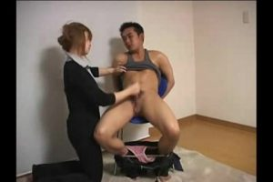 【ゲイ動画ビデオ】スジ筋短髪イケメンを、二人の美女が逆レイプ! 巨根を虐めて両手を縛り、ただのセックスマシーンに成り下がる屈辱3P!