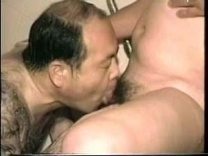【ゲイ動画ビデオ】中年男の性欲を舐めてはいけない! オナニーでも手コキされても、巨根はビンビンになるんだから!