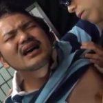 【ゲイ動画】ムッチムチの身体をユニフォームに包み込んだガチポチャマッチョイケメンが兄貴たちに輪姦され巨根から大量ザーメンミルクぶっば!