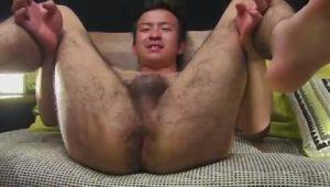 【ゲイ動画ビデオ】体毛がセクシーなウルフ系筋肉イケメンノンケがちんぐり返しでアナルを舐められ、ディルドを挿入されアナでイク!