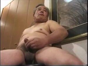 【ゲイ動画・無音】オジサマ好き必見! いぶし銀なイケオジは貫禄ある巨根セックスを見せます♪