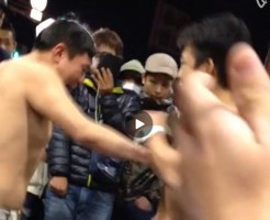 【Vine動画】衆人環視の中、勢いよく互いの胸筋を叩き合う筋肉マッチョイケメン達w