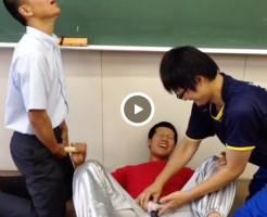 【Vine動画】筋肉イケメンDKが教室で3P、手コキで潮吹きする…という遊びw