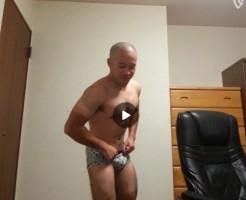 【Vine動画】このガチムチ筋肉マッチョ坊主イケメン、全裸になると宣言しておいて…w