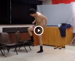 【Vine動画】筋肉イケメンが巨根剥き出し全裸で踊り狂ってるんだがw