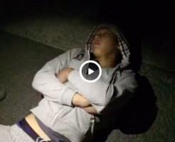 【Vine動画】路上で爆睡するイケメンの巨根をいじったったw