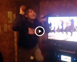 【Vine動画】カラオケを歌うジャニーズ系イケメンのテンションアゲアゲで巨根ぶるんぶるんw