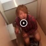 【Vine動画】俯瞰から大便中の無防備ジャニーズ系イケメンを撮影する鬼の所業w