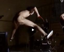 【Vine動画】ジャニーズ系スリム筋肉イケメンが全裸でジャンプするシーンをスローモーション撮影したら、なんか青春ぽくなったw