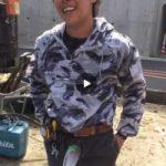 【Vine動画】炎天下の中、ガテン系筋肉イケメンが工事現場でナイロンに包まれた巨根を見せる!