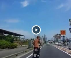 【Vine動画】昼間の公道にやんちゃ系筋肉イケメンのヌードライダー参上!
