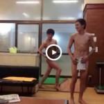 【Vine動画】スジ筋イケメン二人が銭湯の更衣室でマッチョポージングwww