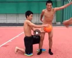 【Vine動画】野外で全裸巨根隠しの高難度テクニックに挑戦する筋肉イケメン達w