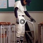 【Vine動画】教室で野球部の筋肉イケメンが掃除機にバキュームフェラさせてみた結果w