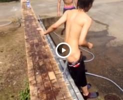【Vine動画】ウォシュレットなう! 生尻出してアナルに水をぶっかけるジャニーズ系スリ筋美少年なうw