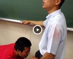 【Vine動画】イケメンDKが教室で3Pファック、手コキでアナルから潮を吹く…という演出w