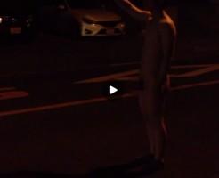 【Vine動画】ジャニーズ系筋肉イケメンが夜に全裸巨根剥き出し姿でヒッチハイクw