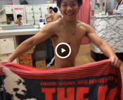 【Vine動画】銭湯でジャニーズ系筋肉美少年が巨根を絶妙に隠すけどチラリしちゃってるw
