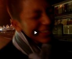 【Vine動画】やんちゃっぽいジャニーズ系筋肉イケメンが夜の路上で放尿しながら照れとるw