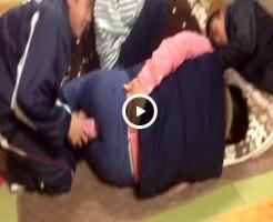 【Vine動画】アンアン喘ぐオナホールをケツにぶっ刺されてグリグリされる筋肉イケメンw