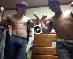 【Vine動画】ジャニーズ系筋肉イケメンとガチムチ眼鏡男子がマッスルポージング♪