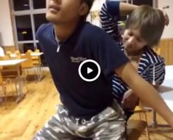 【Vine動画】騎乗位スタイルでジャニーズ系イケメンのちんこ刺激してたら本当に勃起してきたw