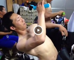 【Vine動画】スジ筋イケメン少年が制汗剤を塗りながら謎のダンスw