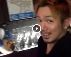 【Vine動画】髭の筋肉イケメン、バーカウンター内にて巨根を披露して色目を使ってみたw
